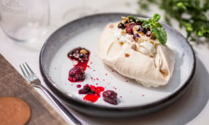 Meringue madness with forest fruits