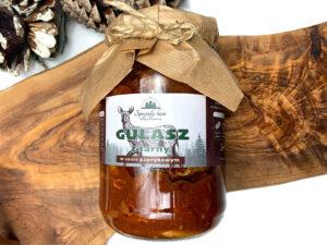 Gulasz z sarny w sosie paprykowym